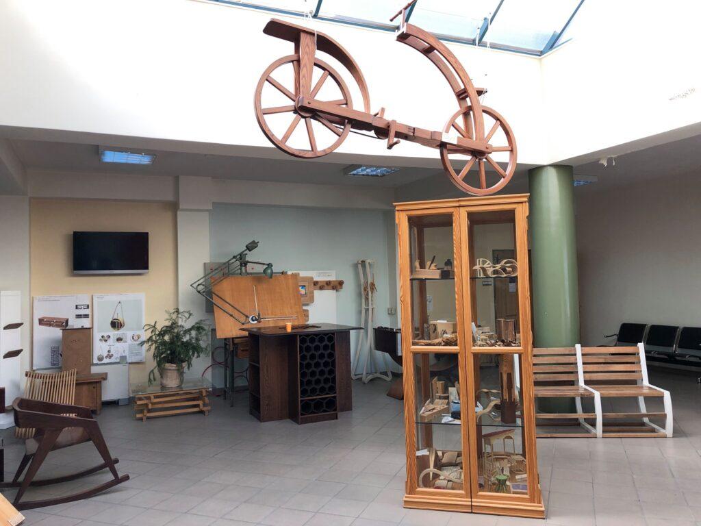 """Μια πολύ ενδιαφέρουσα συνέντευξη του Καθηγητή Γεωργίου Νταλού του Τμήματος Δασολογίας, Επιστημών Ξύλου & Σχεδιασμού του Πανεπιστημίου Θεσσαλίας στη δημοσιογράφο κα Χαρά Μπουργκάνη στο περιοδικό Connect Furniture & Wood (cfw.gr) με θέμα: """"Έπιπλα κάνναβης made in Karditsa;"""" και πολλά άλλα …"""